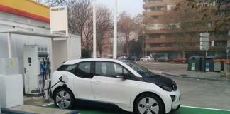 Punto de recarga rápida en Madrid-Avenida de Machupichu 105