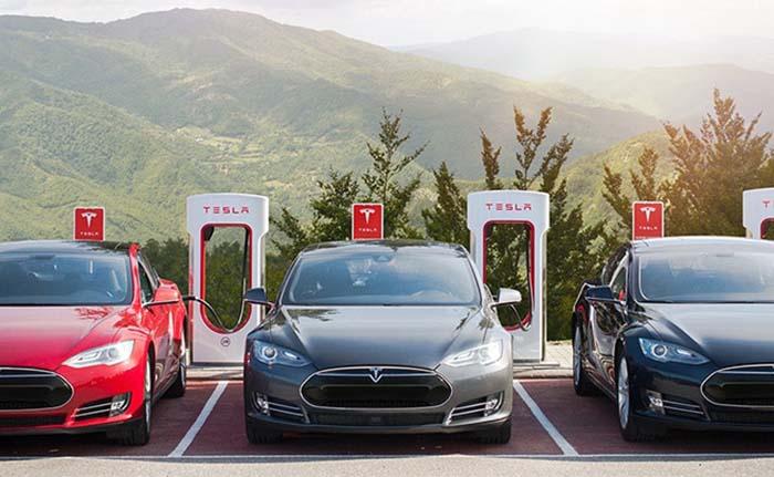 Tweet de Elon MUsk anunciando los supercargadores a 350 kW