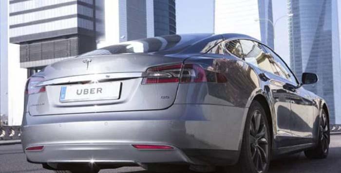 Uno de los Tesla Model S de Uber One en Madrid