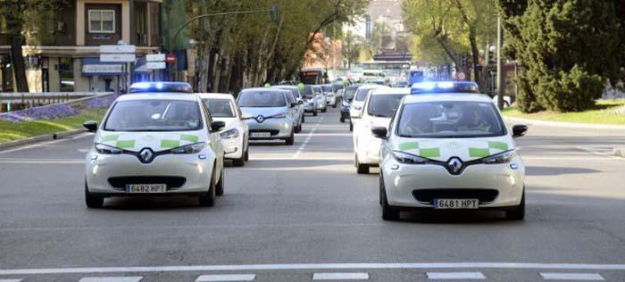 Los dos Renault Zoe que formaban parte de la flota municipal durante la III Marcha del VE de Madrid-Foto 5 días