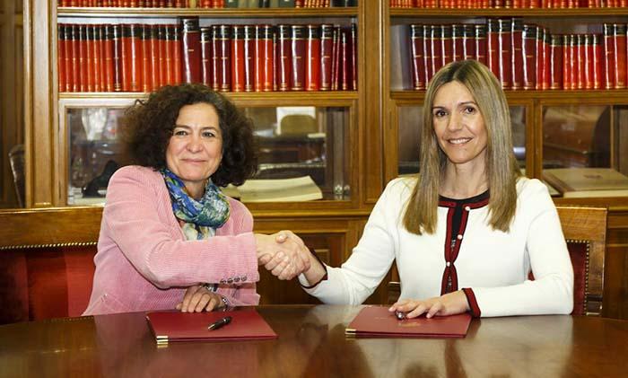 Pilar Aranda, rectora de la Universidad de Granada y Rocío Carrascosa, CEO de Alphabet