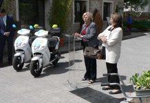 Manuela Carmena e Inés Sabanés durante la presentación de eCooltra en Madrid