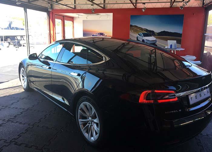 Tesla Model S en la Pop-up Store de Barcelona