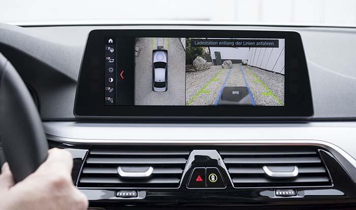 la recarga inalámbrica se integra en el sistema de información del BMW 530e