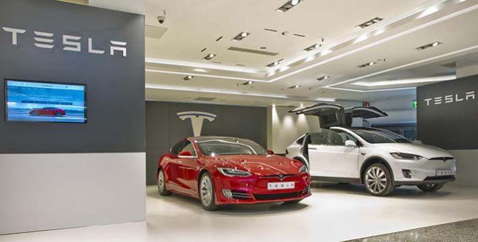 Tesla temporal de Tesla en El Corte Inglés de Puerto Banús, Marbella
