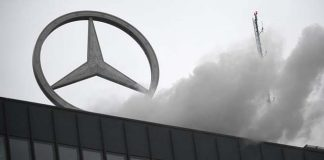 Daimler acusado de vender coches con emisiones excesivas