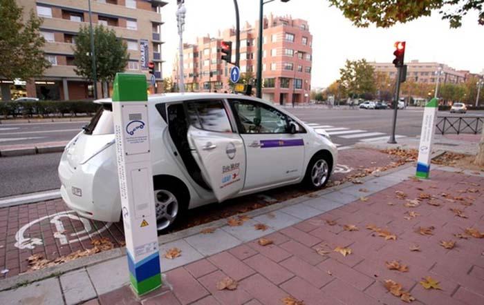 El primer taxi eléctrico de España, propiedad de Roberto San José Mendiluce