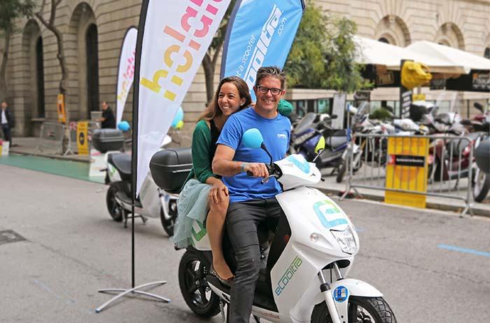 Holaluz y el Grupo Cooltra han aliado para promover la movilidad sostenible