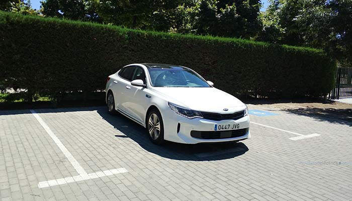 Kia Optima PHEV-lateral