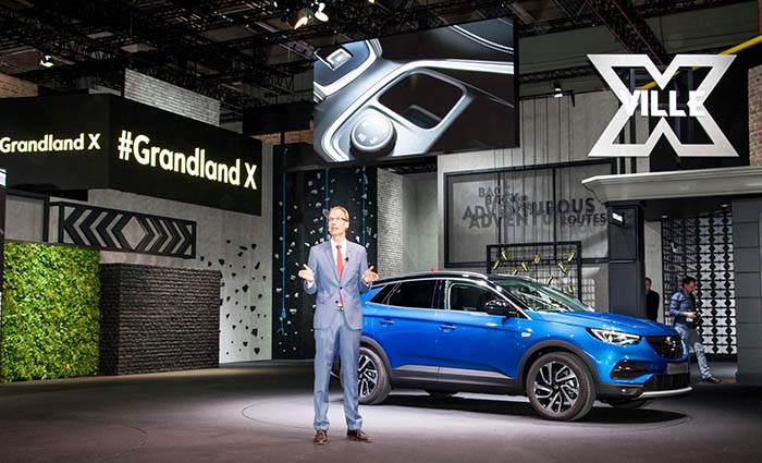 Michael Lohschelle presenta el Opel Grandland X en Frankfurt