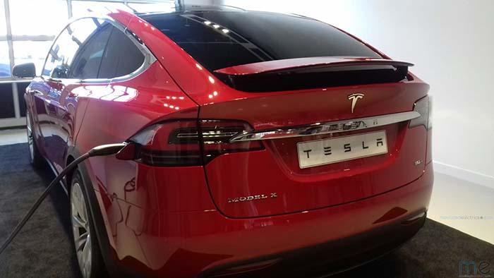 Model X en el nuevo centro de servicio de Tesla en L´Hospitalet