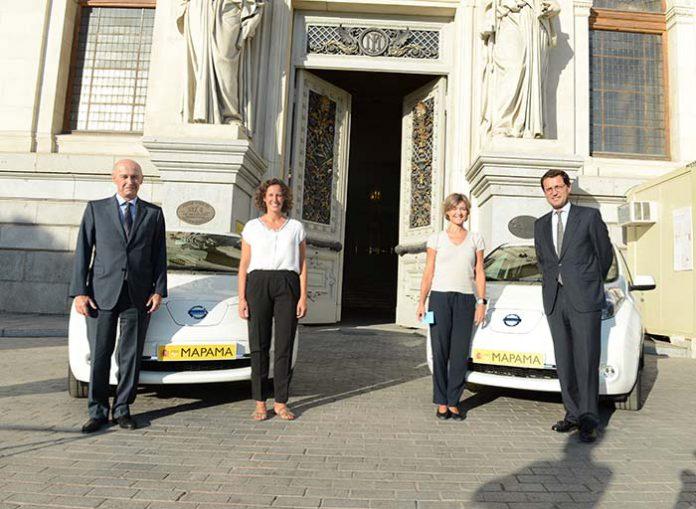El MAPAMA presenta los dos primeros coches eléctricos de su parque móvil