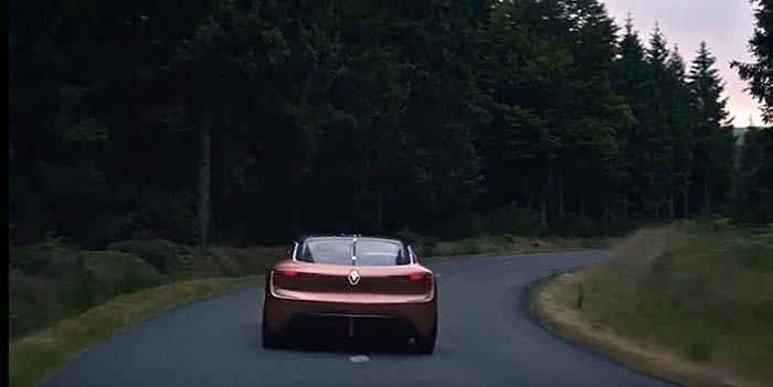 El Renault Symbioz representa el automóvil en 2030 y su lugar en el ecosistema compuesto por una vivienda y un automóvil