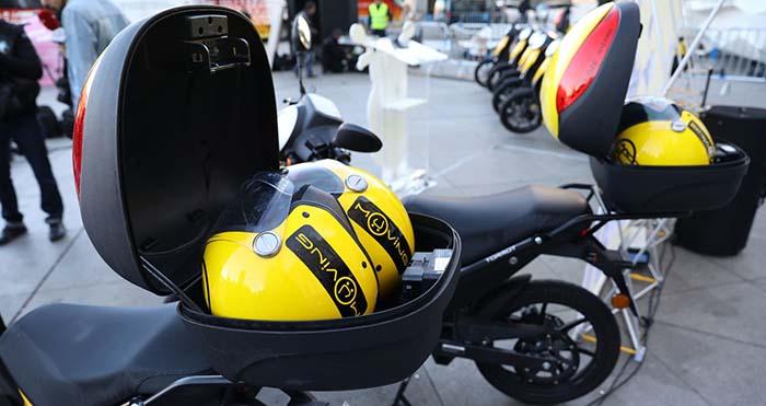 En el cofre se ofrecen 2 cascos con sensores para evitar robos