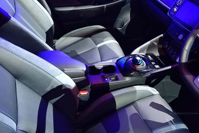 Interior del Nissan Leaf 2018 (versión japonesa)