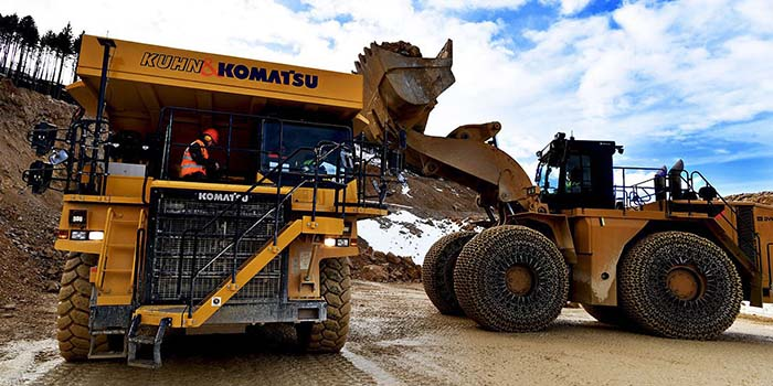 Komatsu HD 605-7