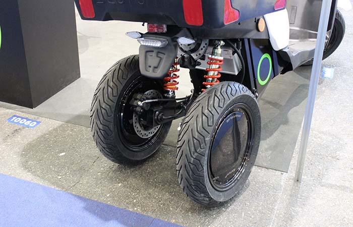 Las dos ruedas traseras del Silence S03 con un sistema de estabilizaciòn específico