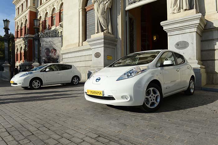 Los dos Nissan Leaf del que se incorporan a la flota del MAPAMA