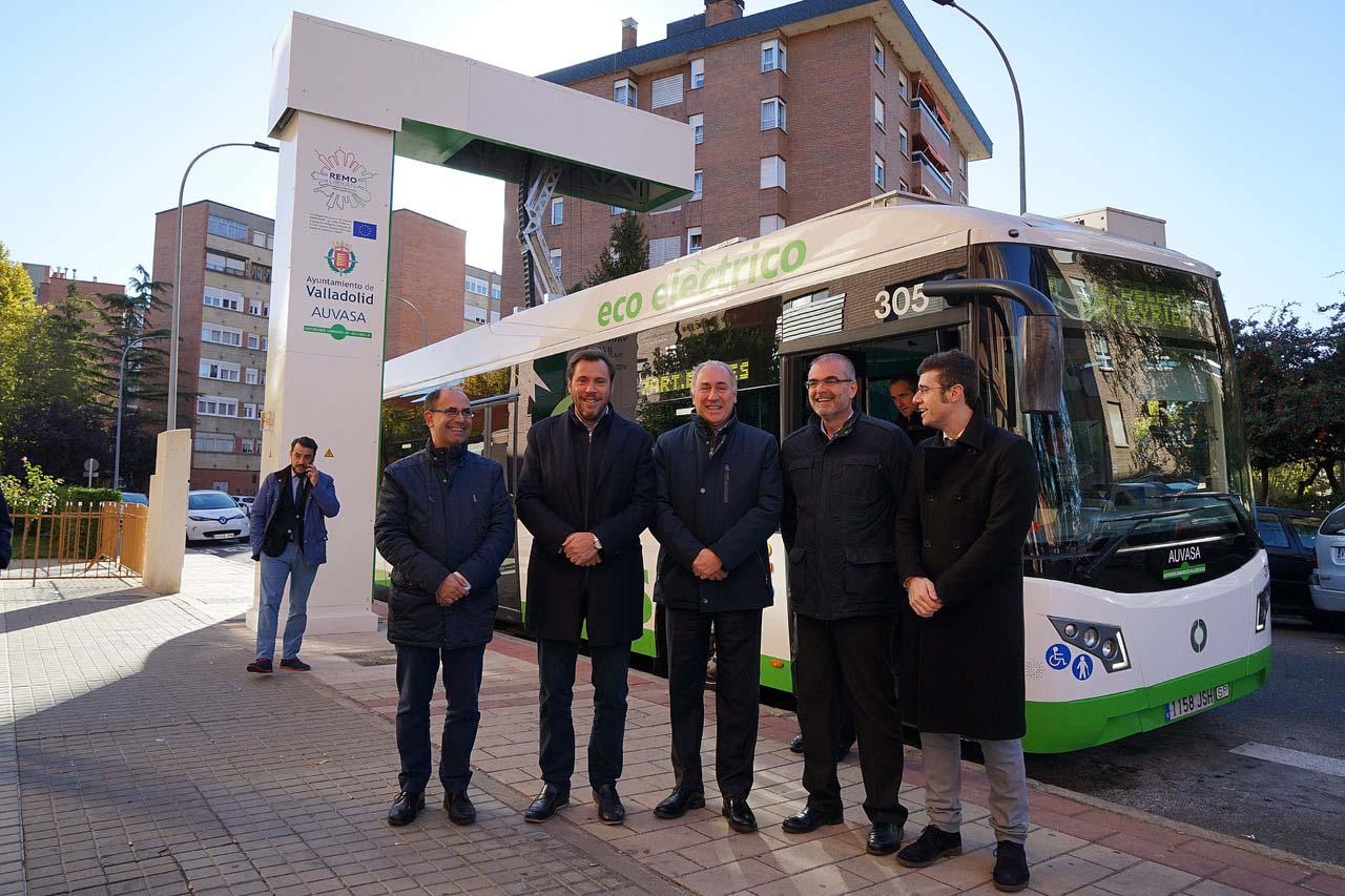 Acto de inauguración del sistema de carga rápida mediante pantógrafos de la línea 7 de autobuses de Valladolid