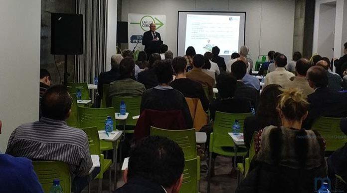 Bienvenida de Emilio González, jefe de proyectos de movilidad de ITENE al World Café La Ruta Cero Cocktail definitivo a la descarbonización del transporte