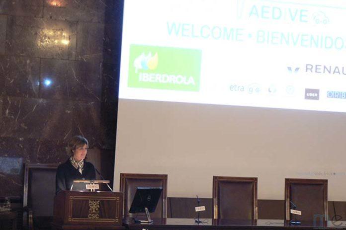 Isabel García Tejerina, Ministra de Agricultura, Pesca, Alimentación y Medio Ambiente, en el CEVE 2017, apuesta por el vehículo eléctrico para la descarbonización del transporte