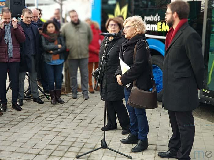 Manuela Carmena, alcaldesa de madrid, la delegada de Medio Ambiente y Movilidad y presidenta de EMT, Inés Sabanés y el gerente de EMT, Álvaro Fernández Heredia