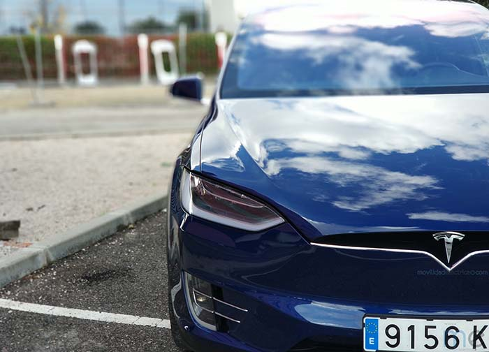 Tesla Model X 100 D en el supercargador de Madrid