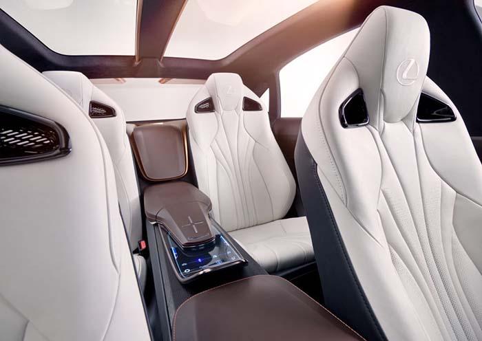 Asientos traseros del Lexus LF-1 Limitless