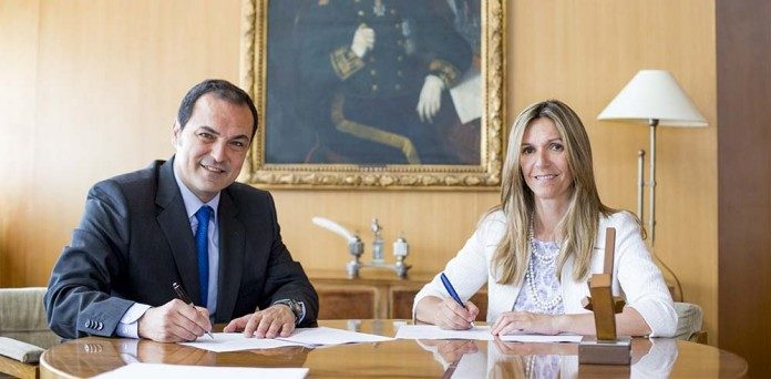 Francisco-Martín-Carrasco-director-de-la-Escuela-Técnica-Superior-de-Ingenieros-de-Caminos-Canales-y-Puertos-y-Rocío-Carrascosa-CEO-de-Alphabet-696x342