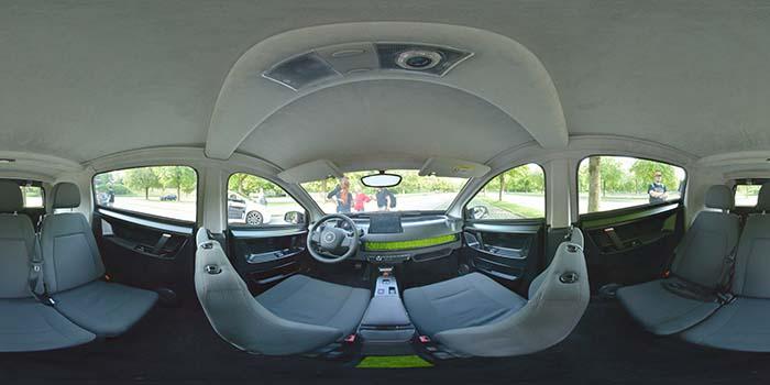 Interior del Sion de Sono Motors