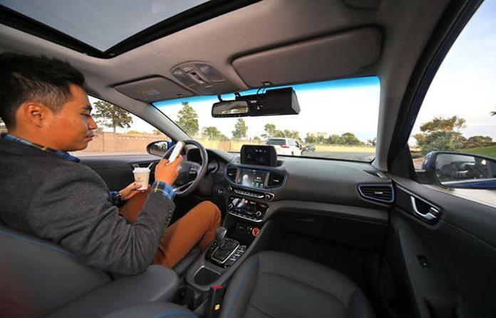 Interior del coche autónomo de Hyundai con tecnología Aurora.