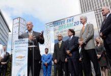 California refuerza su apuesta por la movilidad eléctrica - Jerry Brown gobernador de California