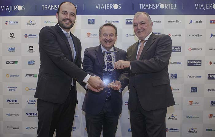Entrega de premios - José Manuel Orcasitas CEO de Irizar y Héctor Olabe Director de Irizar e-mobility