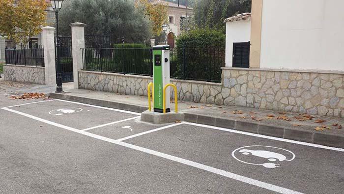 En 2017 Feníe Energía ha instalado más de 400 puntos de recarga en España