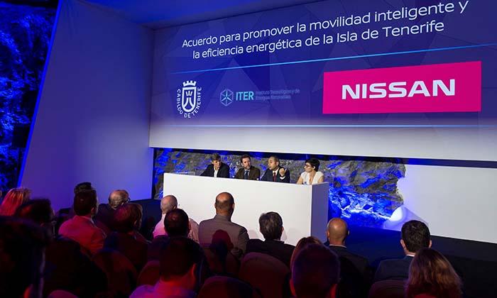 Nissan y el Cabildo de Tenerife firman un acuerdo para promover la movilidad 100% eléctrica en la isla