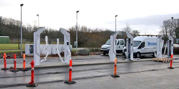 Trabajos de montaje de los primeros cargadores de IONITY en Dinamarca