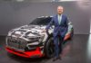 Rupert Stadler, Presidente del Consejo de Administración junto al Audi e-tron