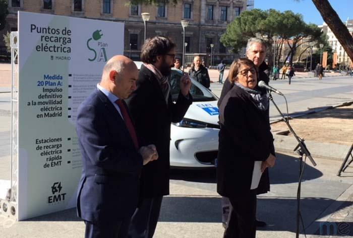 Inés Sabanés, Delegada del Área de Medio Ambiente y Movilidad del Ayuntamiento y Álvaro Heredia, Gerente de EMT