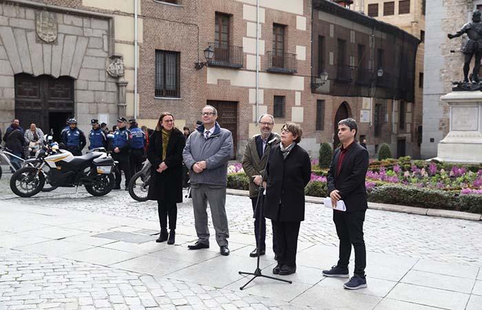 Inés Sabanés, delegada de Medio Ambiente y Movilidad, Jorge García Castaño delegado de Economía y Hacienda y Javier Barbero delegado de Salud, Seguridad y Emergencias