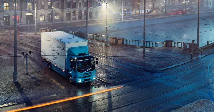 Trabajo nocturno del Volvo FL Electric