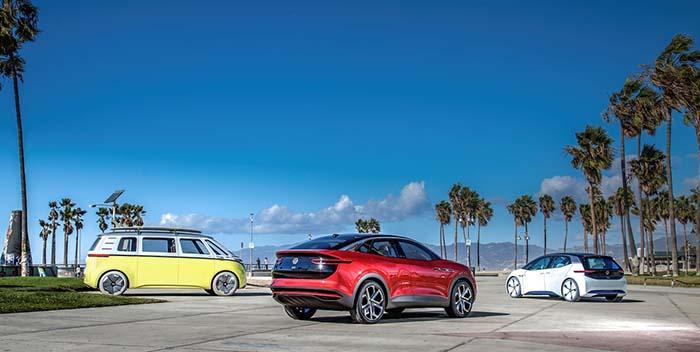 Tres de los cuatro modelos ed la nueva familia eléctrica ID de Volkswagen