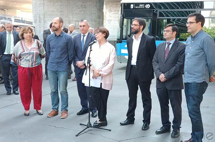 Inés Sabanés y Álvaro Fernández de Heredia en la presentación de la nueva imagen corporativa de la EMT