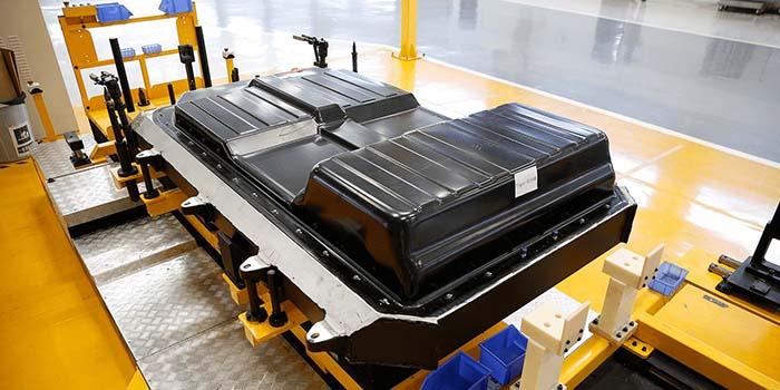 Reyes Maroto ve posible la fábrica de baterías chinas en España - Movilidad Eléctrica
