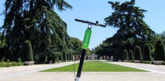 Patienete eléctrico de Lime en el Retiro de Madrid