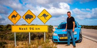 Wieber Wakker con su Golf, convertido en eléctrico, en Australia