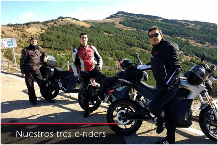 Los tres e-riders de la Xtreme Challege sobre sus respectivas Zero