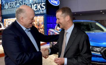 Dr. Herbert Diess, CEO de Volkswagen. y Jim Hackett, CEO de Ford