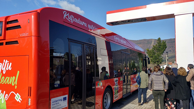 La línea 1 tiene 12 kilómetros. La autonomía de los autobuses es suficiente para cubrir el trayecto