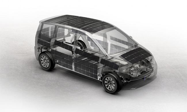 Los paneles solares del Sion están integrados a ambos lados, en el techo, en el capó y en la parte trasera.