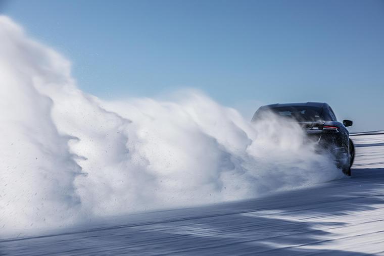 Hielo y nieve en las pruebas al Porsche Taycan